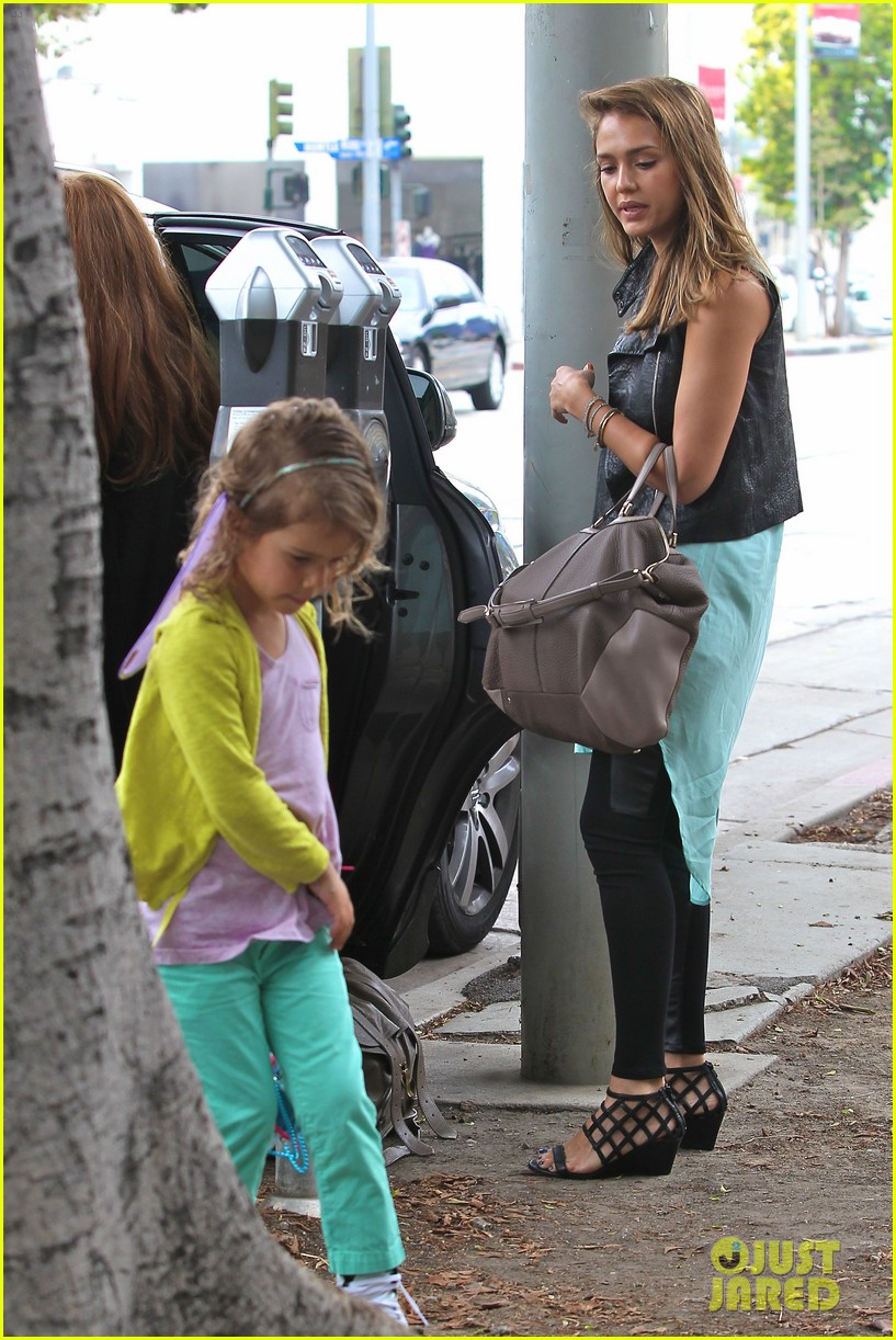 jessica alba lunch with honor 16