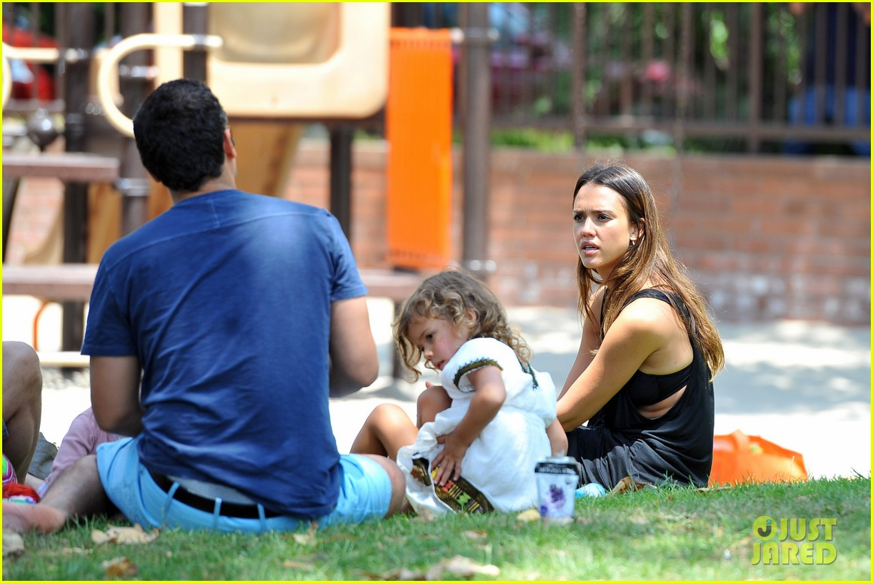 jessica alba park playtime with the family 24