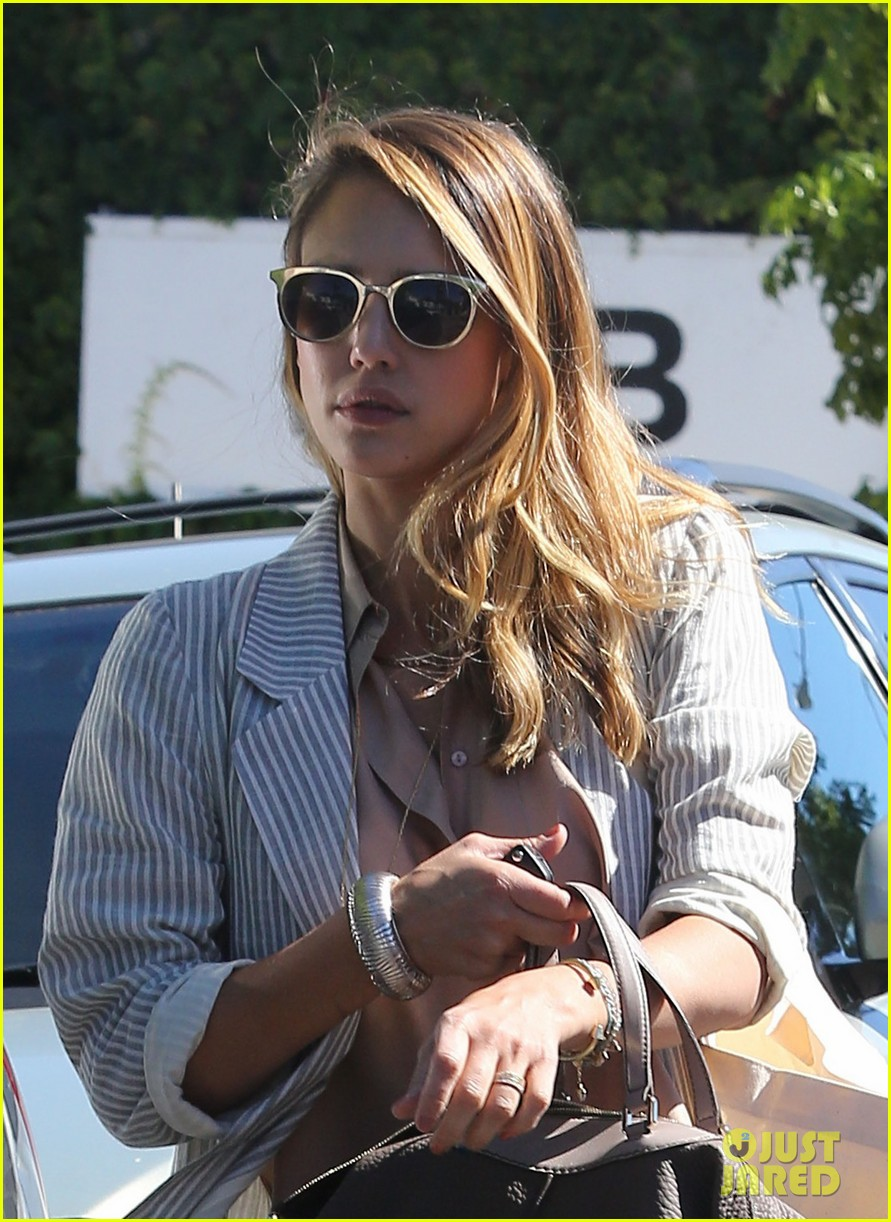 jessica alba shopping beverly hills 04