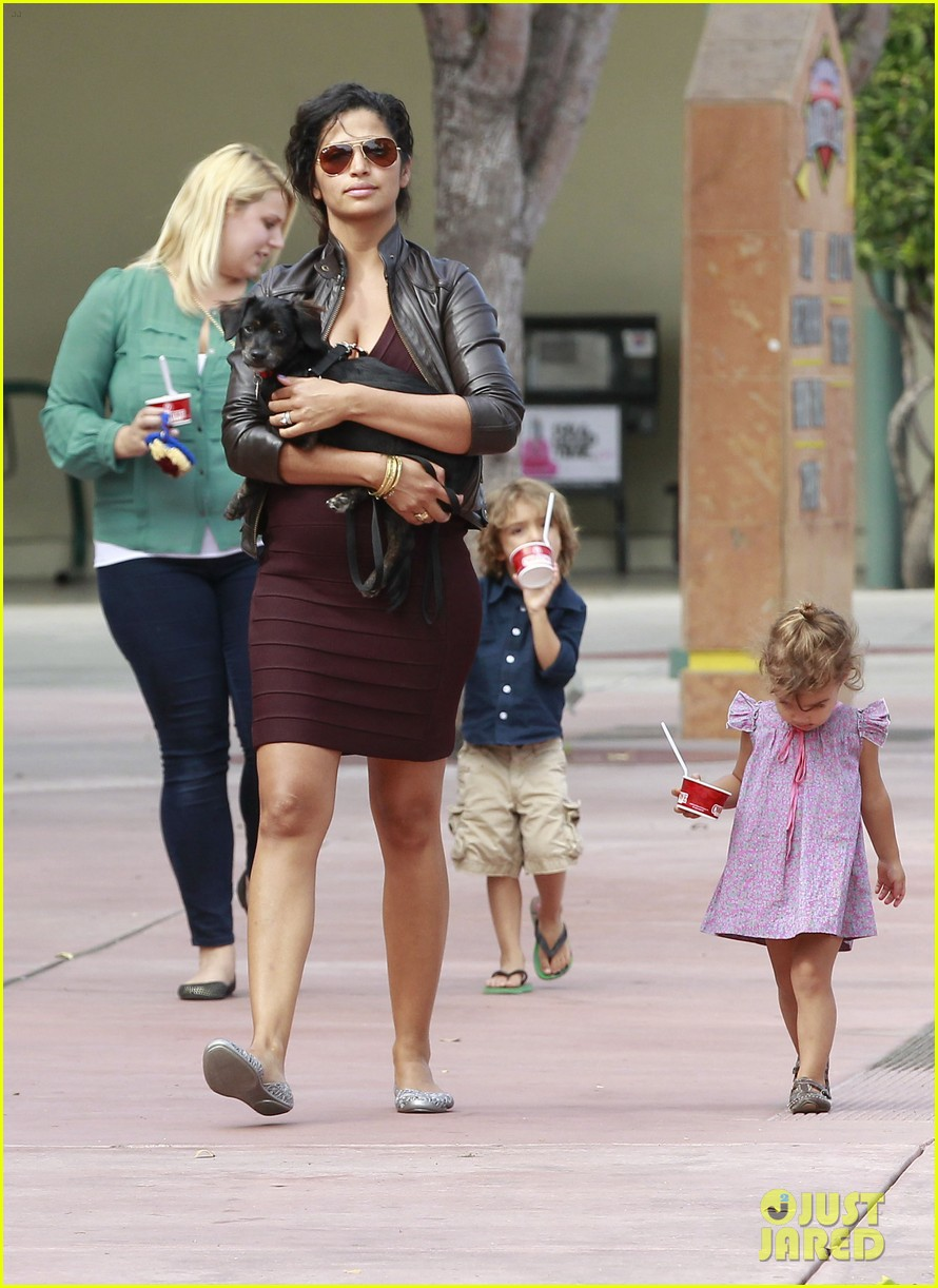 camila alves cold stone 32