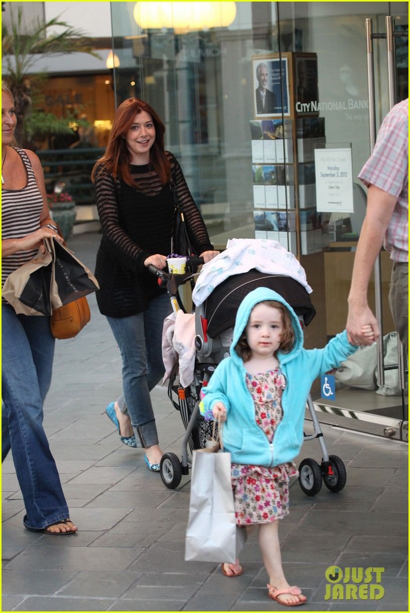 alyson hannigan mckayla maroney visits himym set 04
