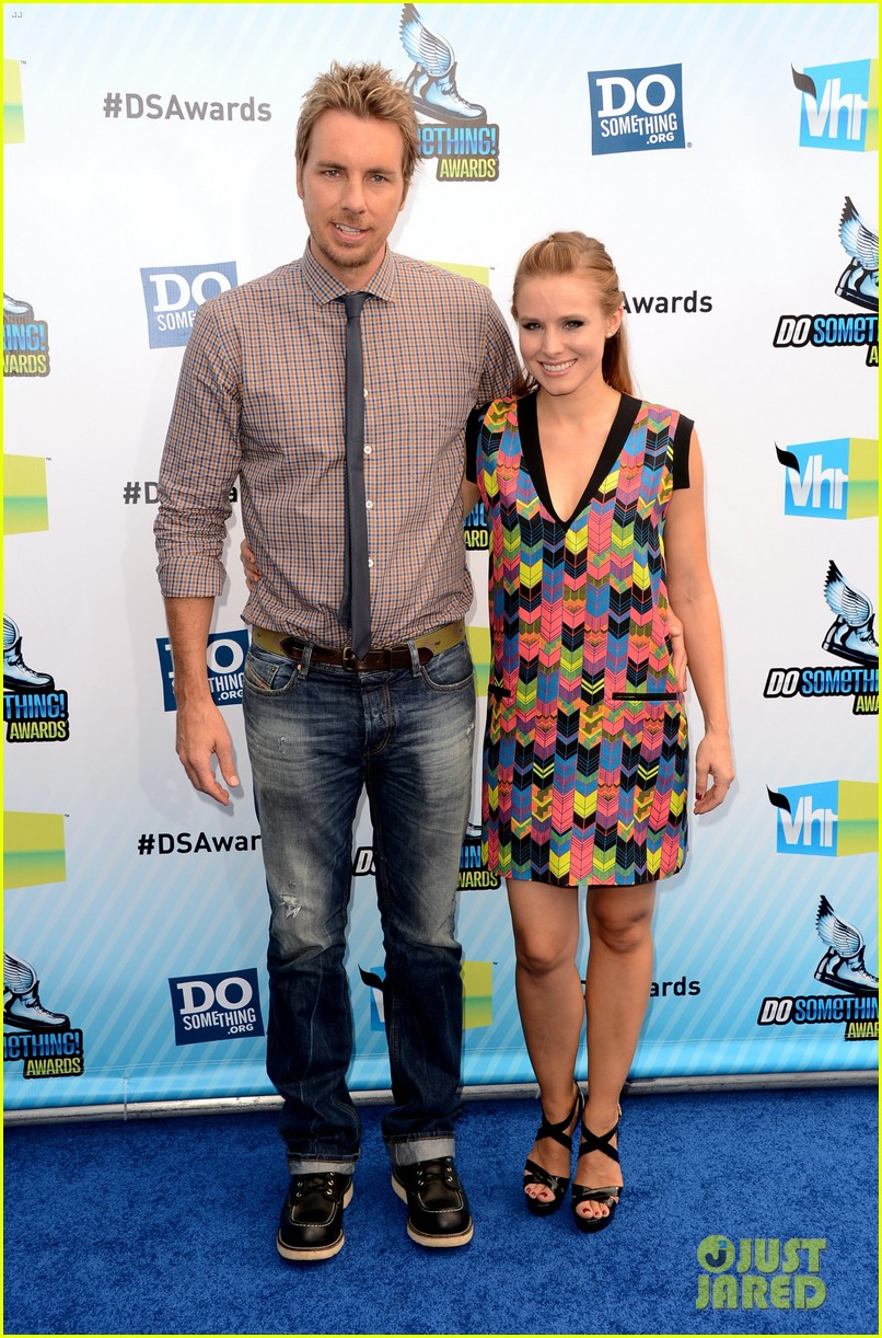 kristen bell dax shepard do something awards 2012 blue carpet 10