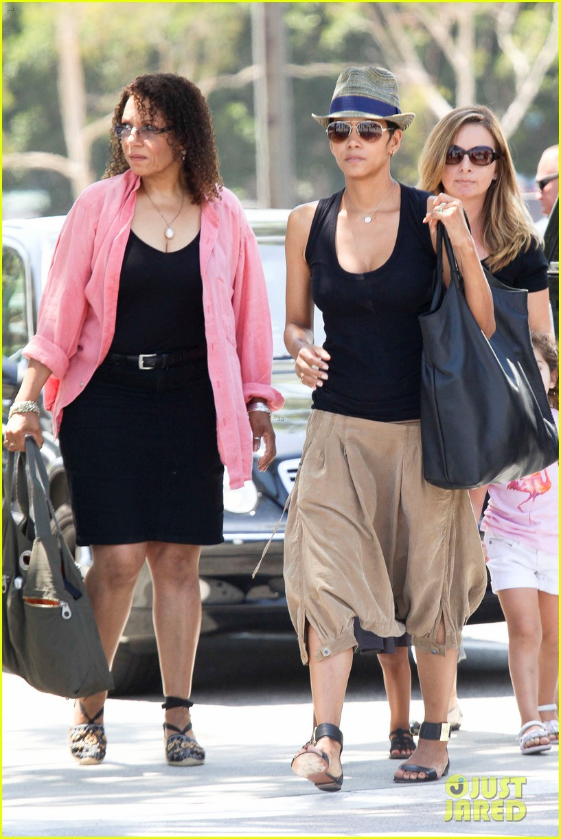 halle berry olivier martinez mary poppins with nahla 10