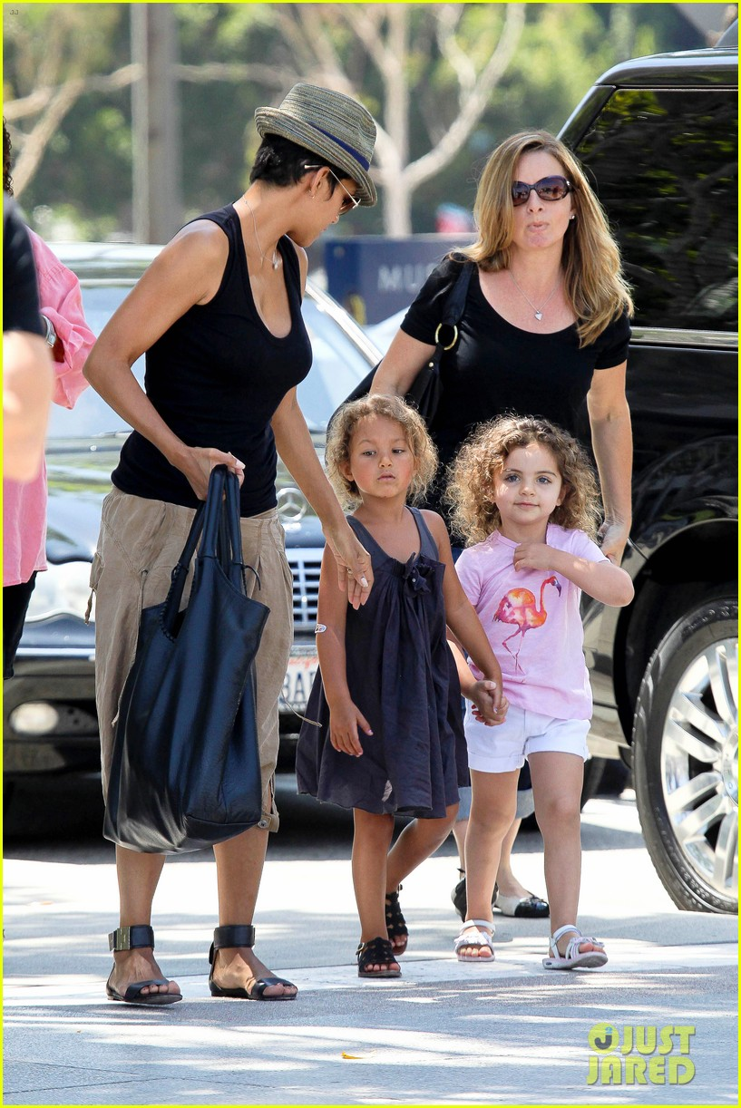 halle berry olivier martinez mary poppins with nahla 13
