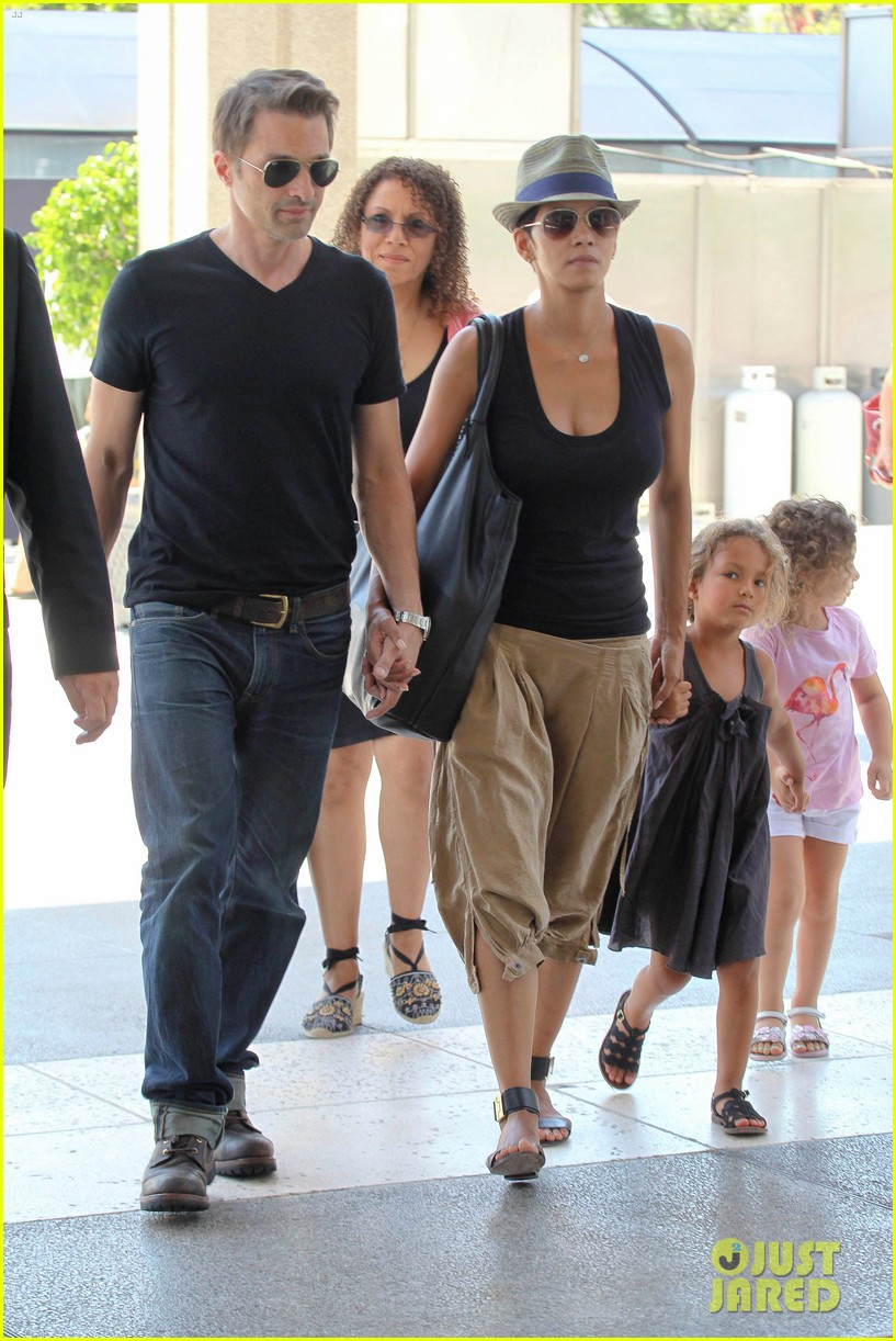 halle berry olivier martinez mary poppins with nahla 202700475