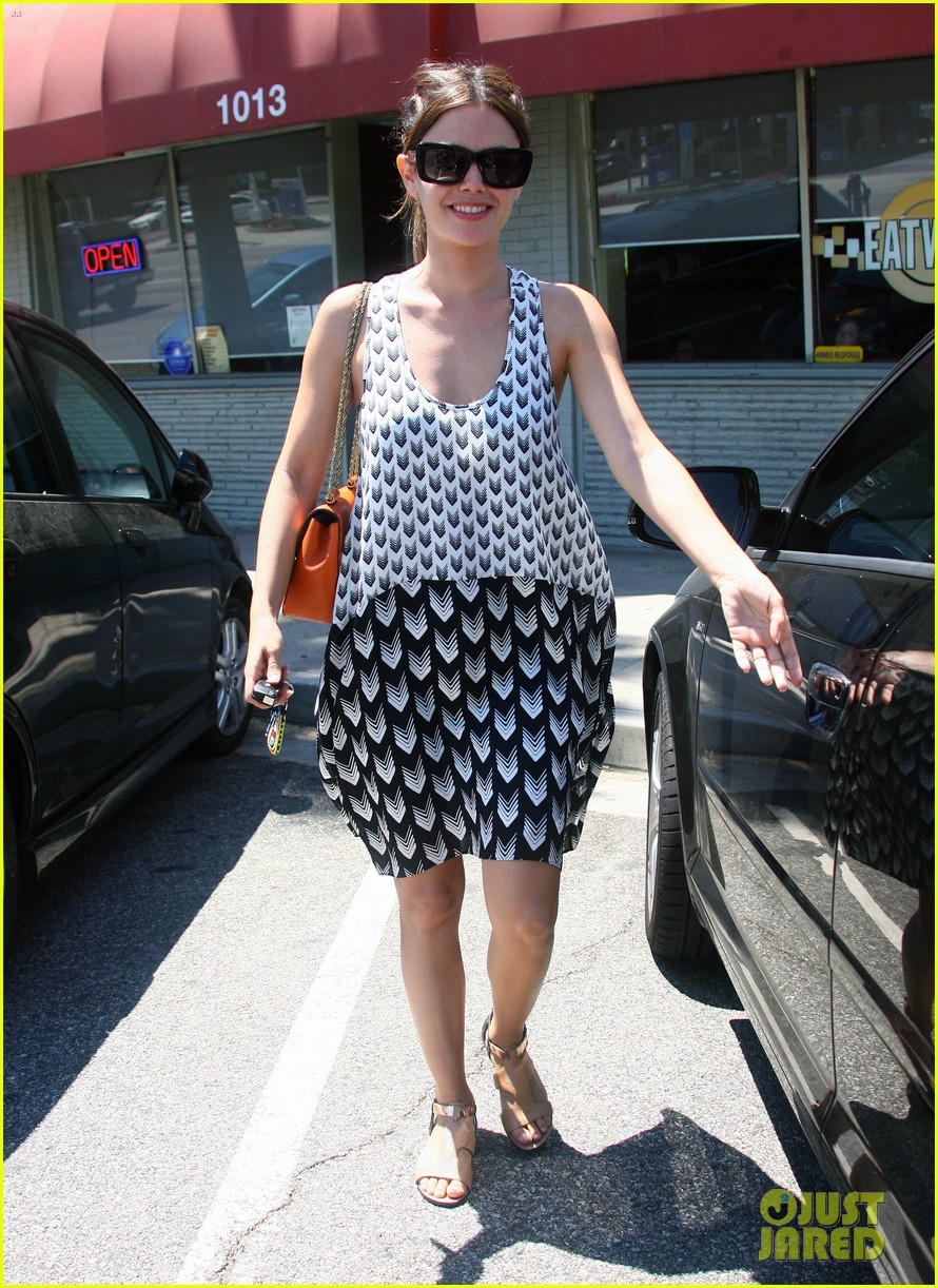 rachel bilson lunch with gal pal 03