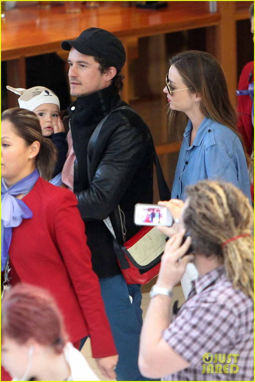 miranda kerr orlando bloom sydney arrival with flynn 11