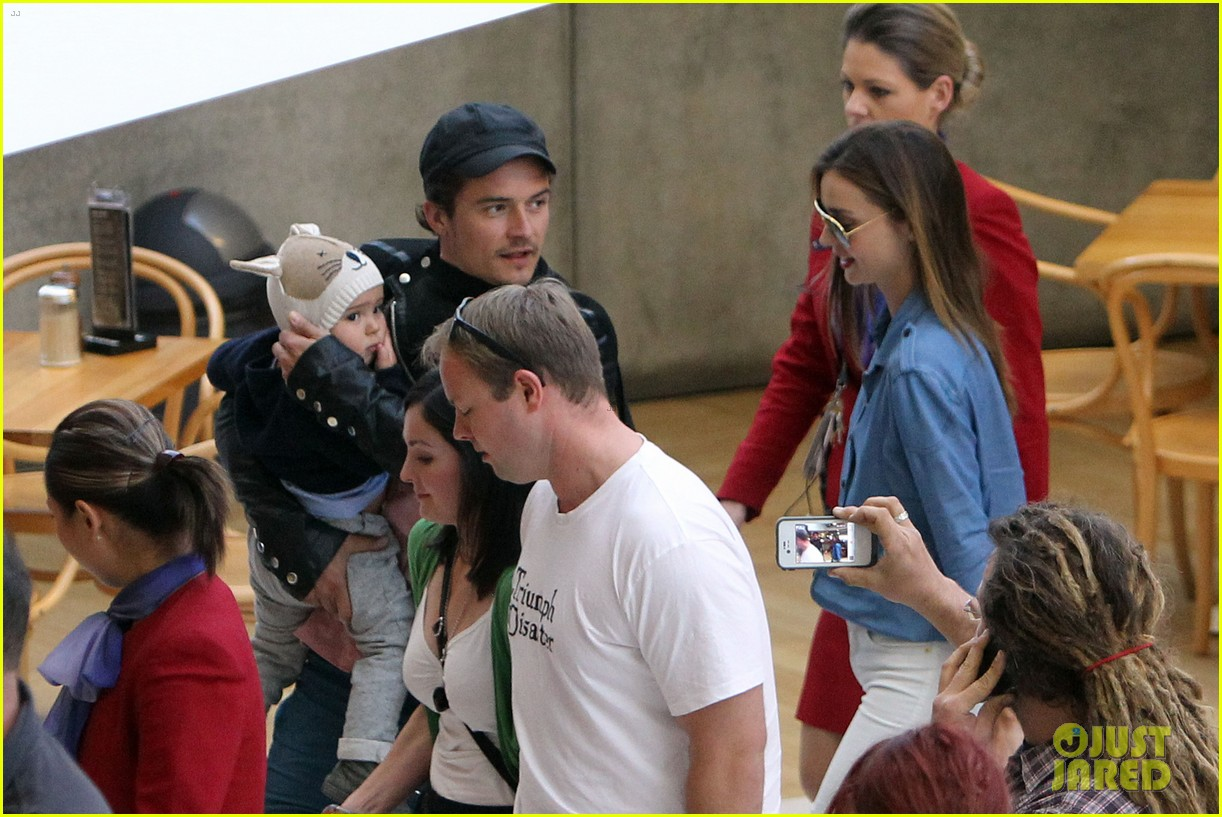 miranda kerr orlando bloom sydney arrival with flynn 17