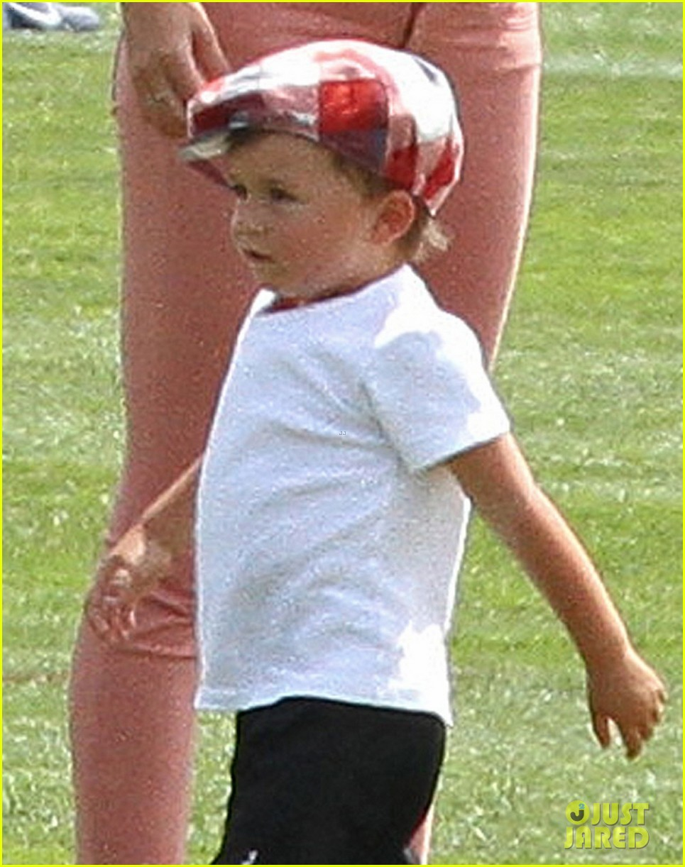 gisele bundchen training camp with tom brady kids 04