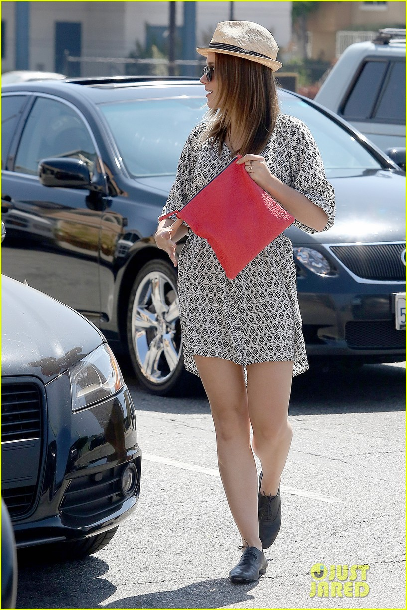 Sophia Bush goes vintage shopping, in Beverly Hills, CA. - 25.8. Sophia-bush-remembering-the-way-we-wore-17