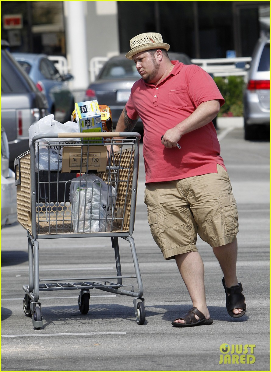 chaz bono grocery shopping 13