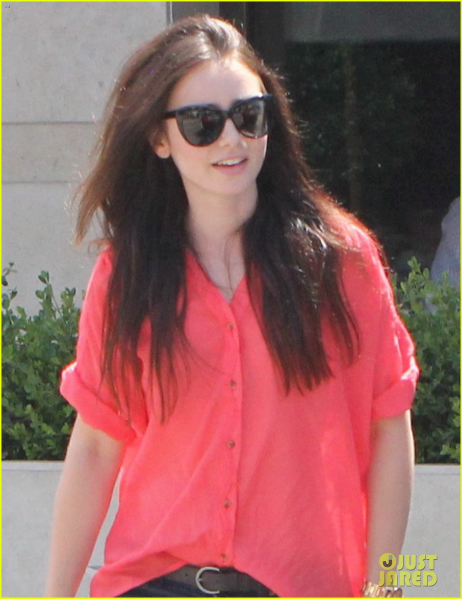 lily collins mortal instruments cast shapes up 04