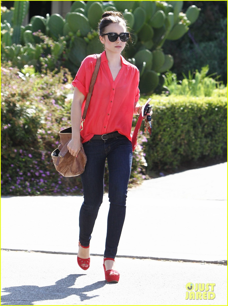 lily collins mortal instruments cast shapes up 052695945