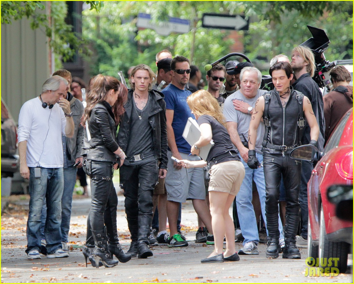 lily collins jamie campbell bower mortal instruments set 01