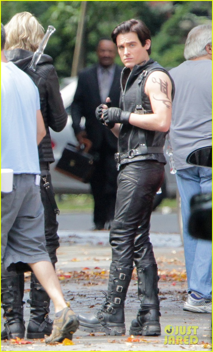 lily collins jamie campbell bower mortal instruments set 05