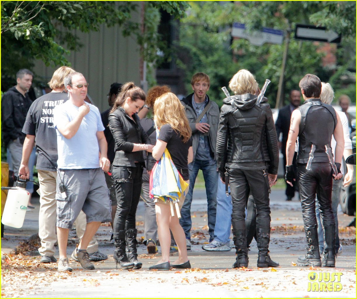 lily collins jamie campbell bower mortal instruments set 10