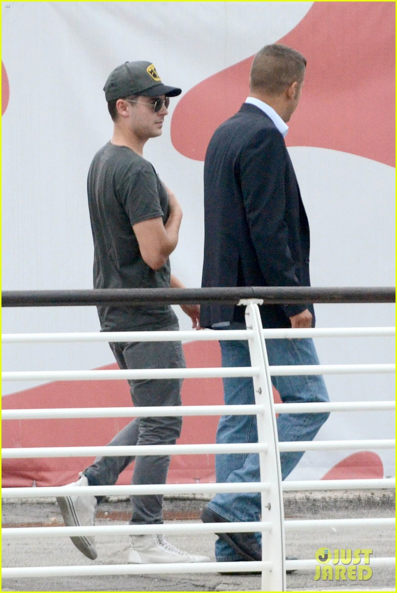 zac efron night out in venice 11