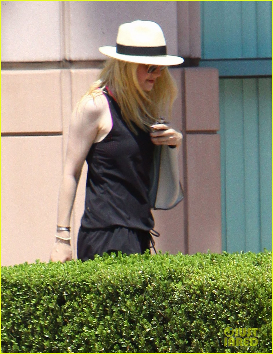 dakota fanning weekend workout woman 06