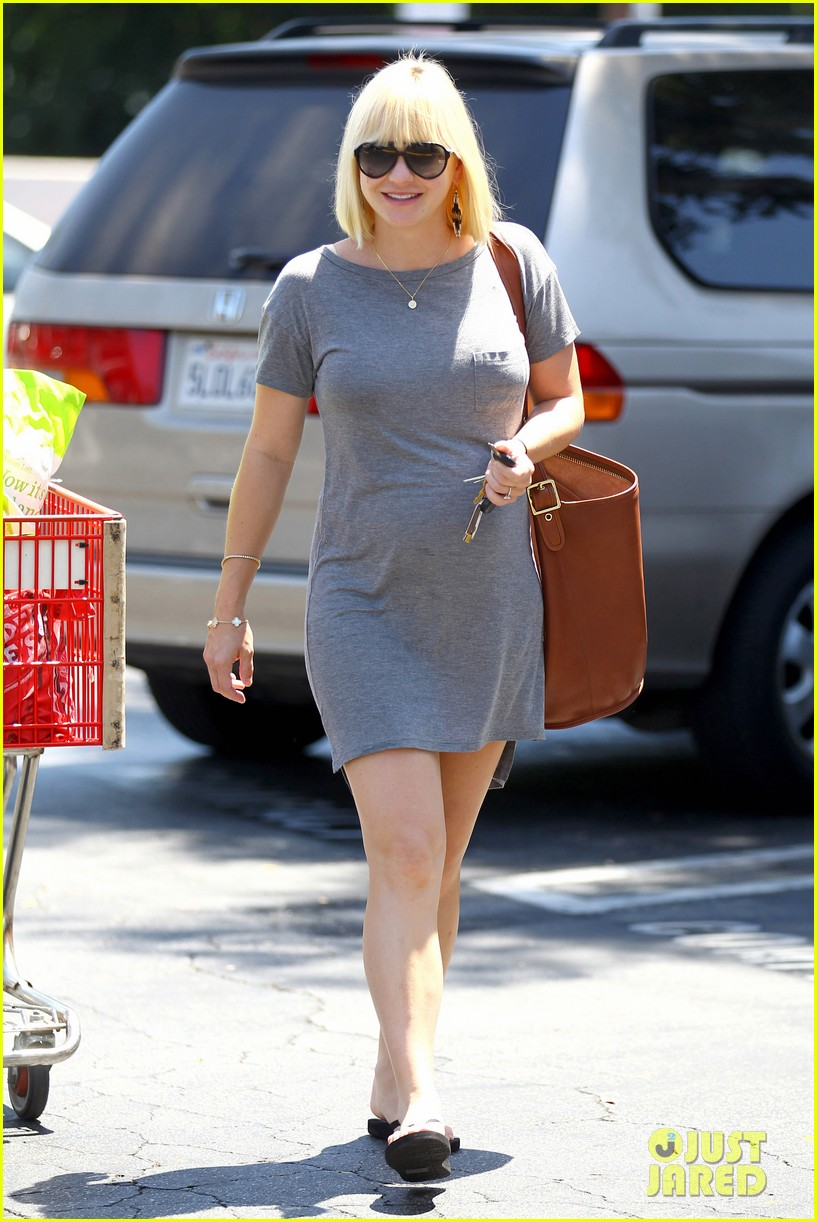 anna faris out running errands 05