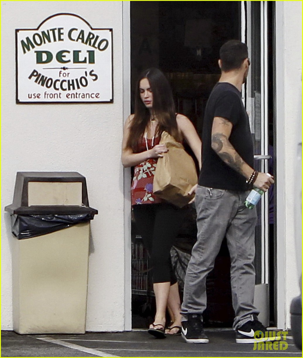 megan fox covers growing baby bump 062711842