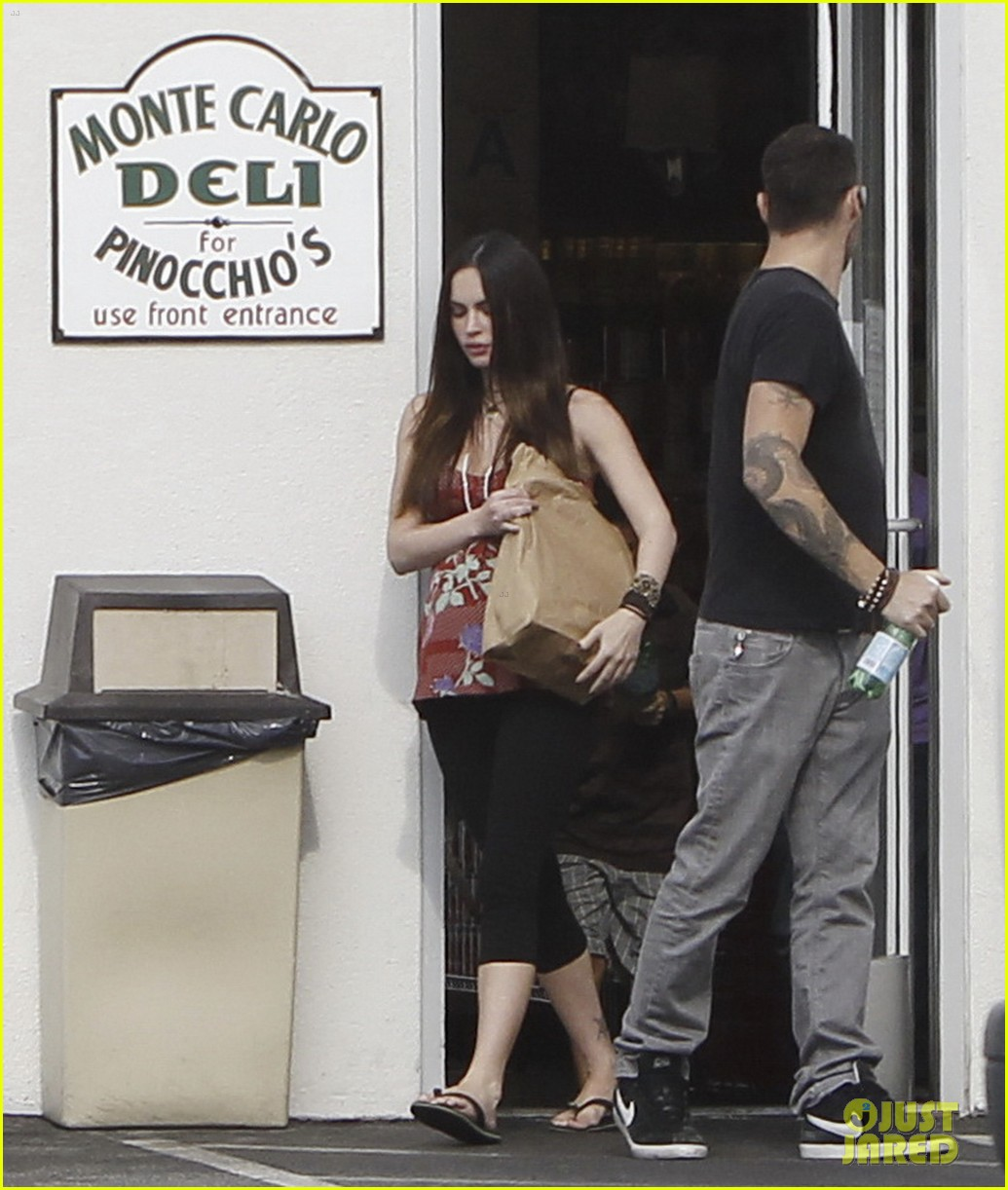 megan fox covers growing baby bump 07