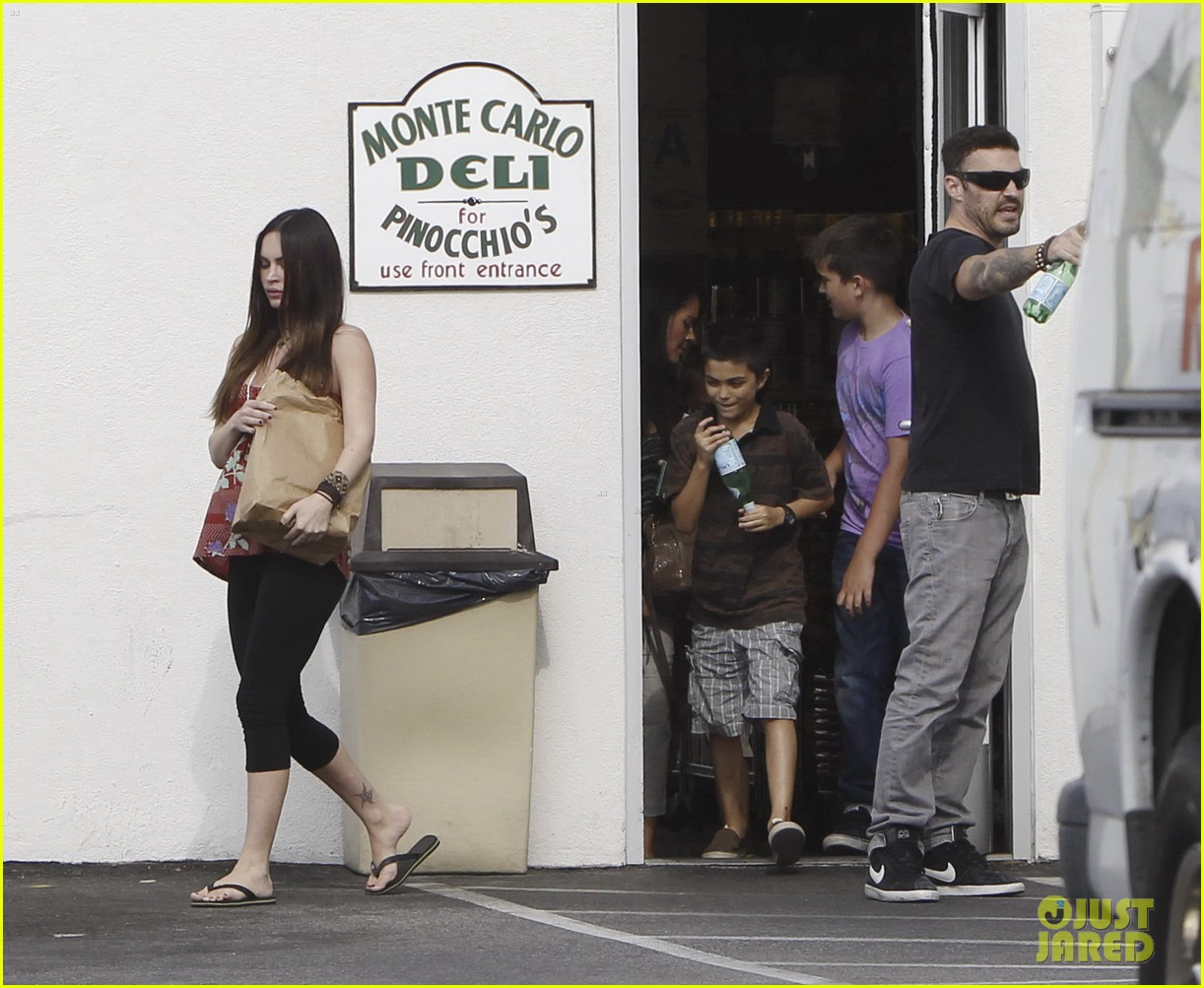 megan fox covers growing baby bump 09