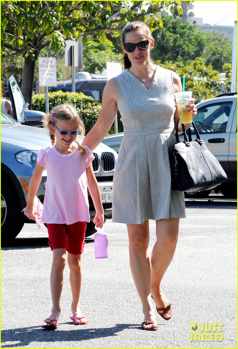 jennifer garner ice cream with samuel seraphina 05