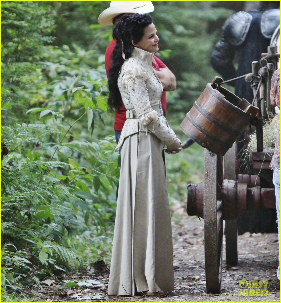ginnifer goodwin josh dallas once costume 15