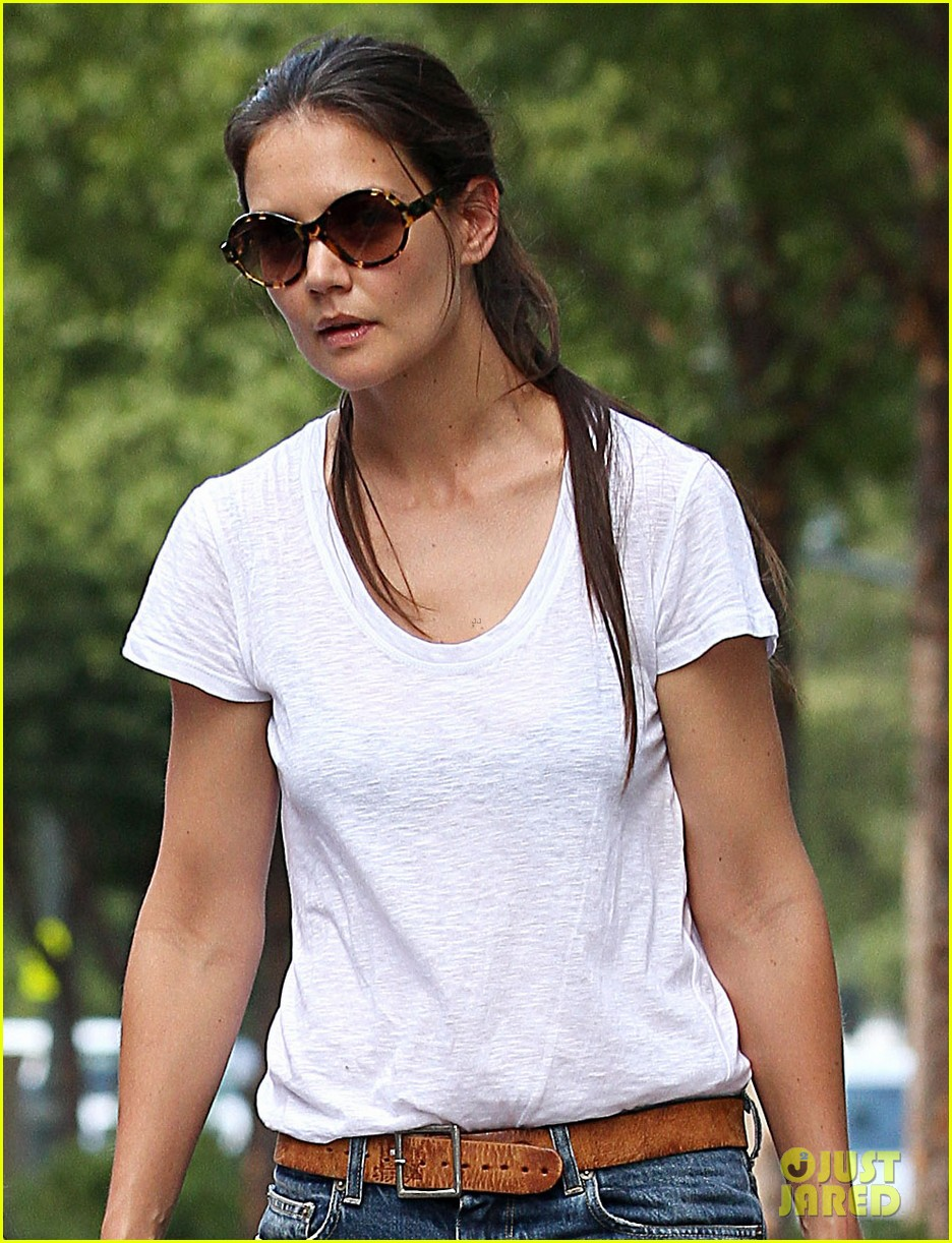katie holmes teaches suri cruise to ride a bike 02