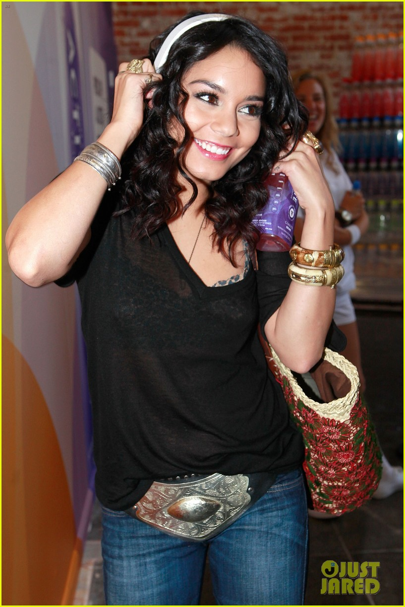 vanessa hudgens activate drinks pop up shop with shenae grimes 10