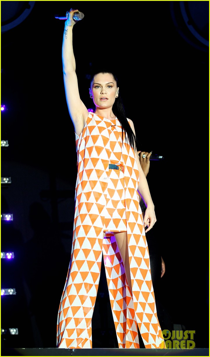 jessie j newbury newmarket performances 01