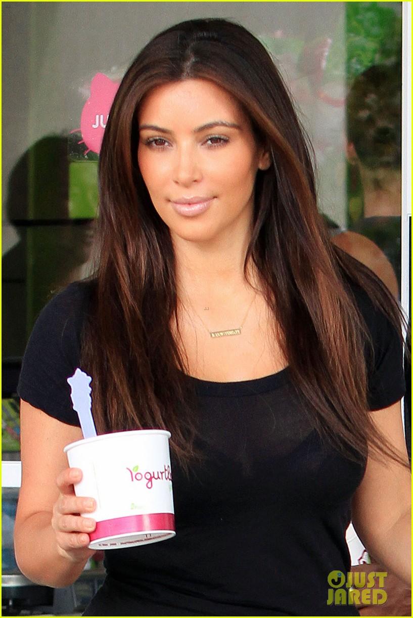 kim kardashian kanye west yogurtland twosome 06