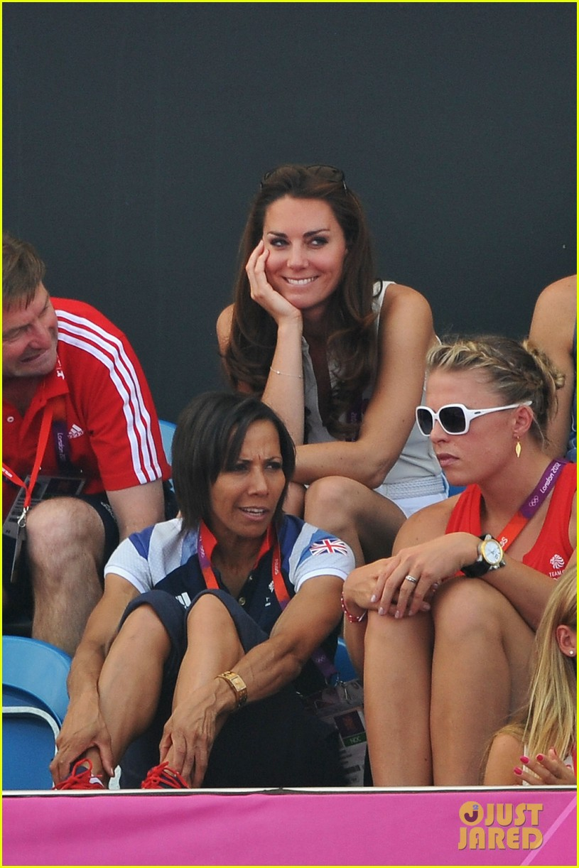 duchess kate womens hockey summer olympics 04