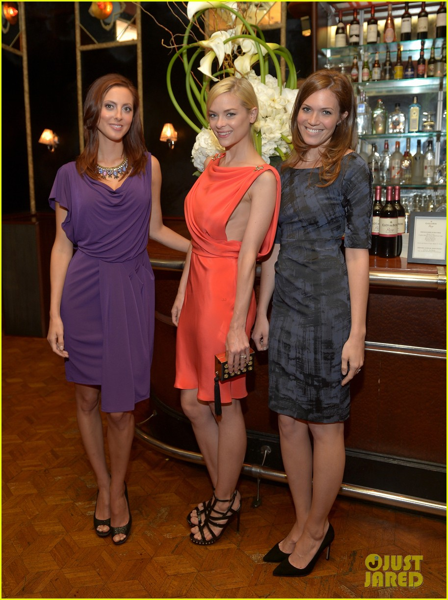 jaime king mandy moore clos du bois rouge launch 09