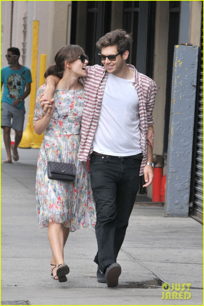 keira knightley soho stroll with james righton 02