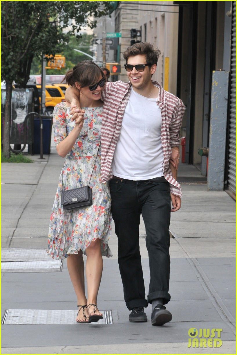 keira knightley soho stroll with james righton 11
