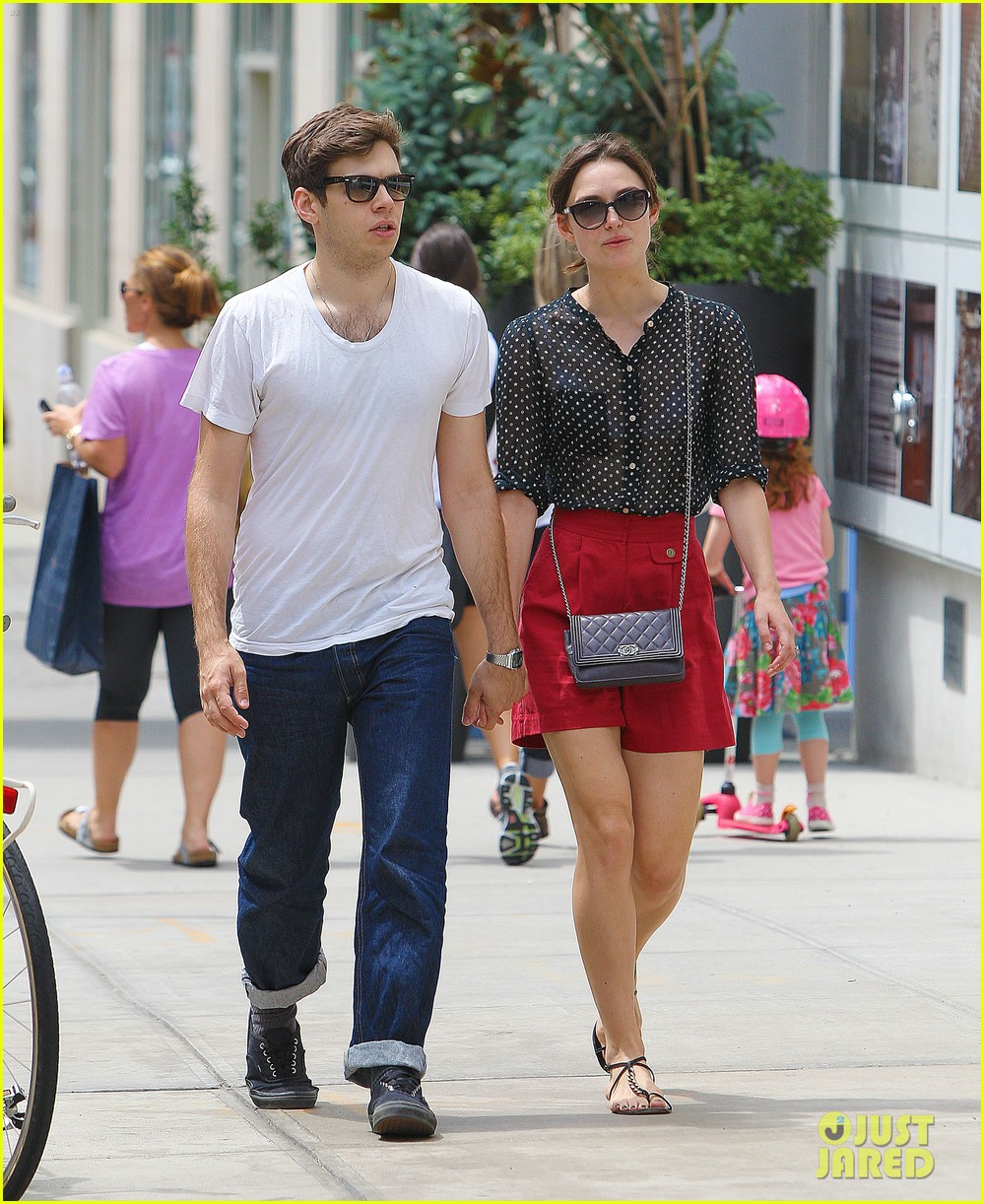 keira knightley stroll with james righton 03