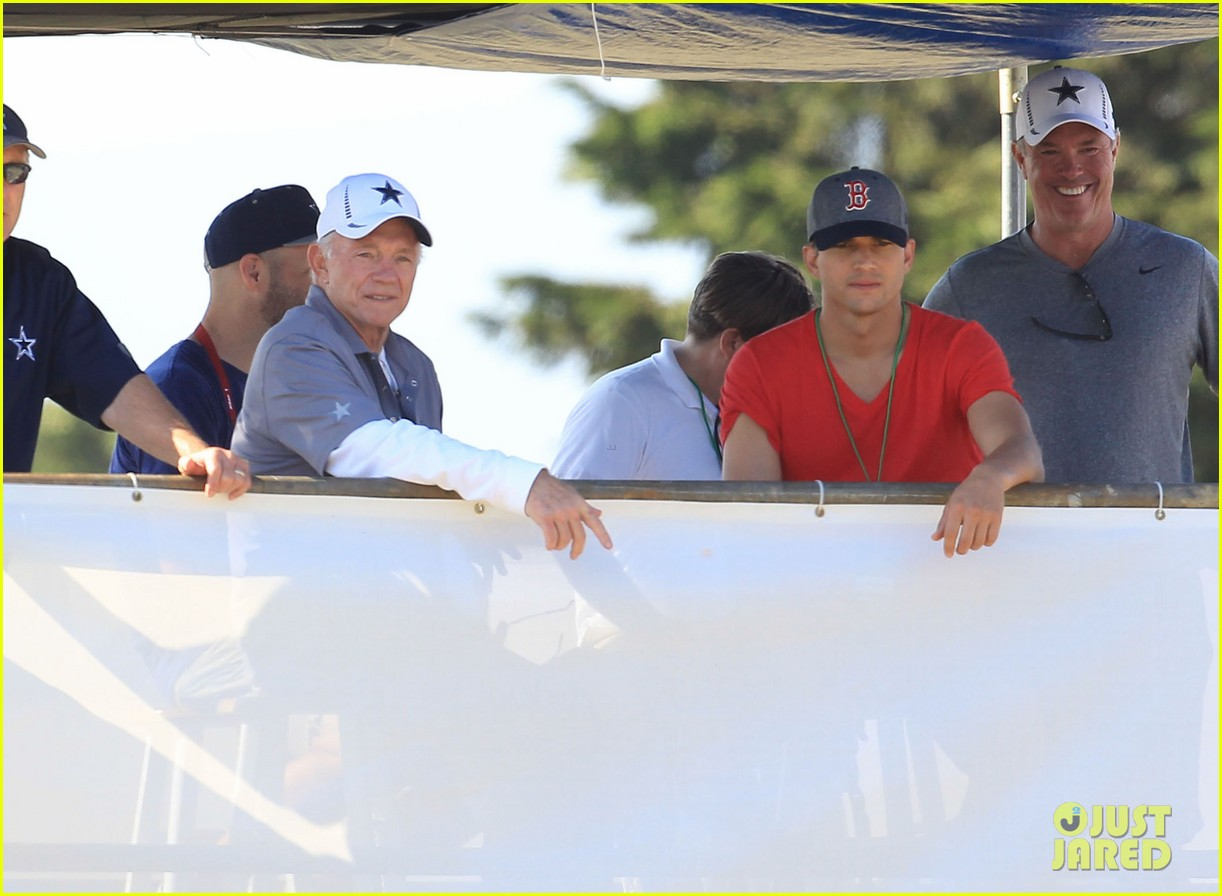 ashton kutcher cowboys training camp 192700557