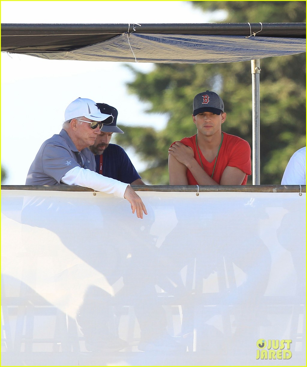 ashton kutcher cowboys training camp 202700558