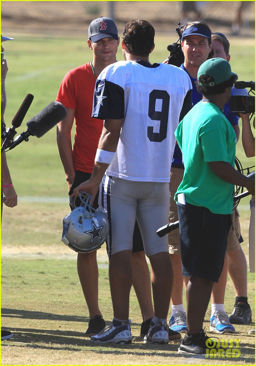 ashton kutcher cowboys training camp 26