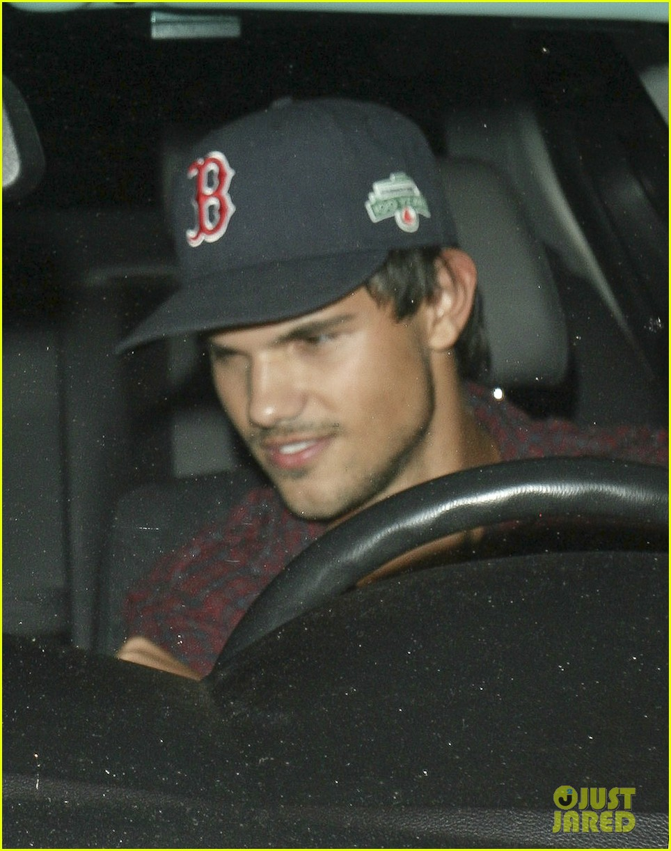 taylor lautner brooklyn dodgers fan 03