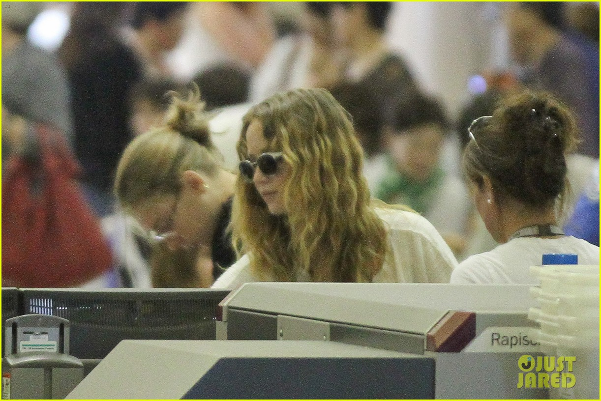 jennifer lawrence flies to atlanta for catching fire prep 08