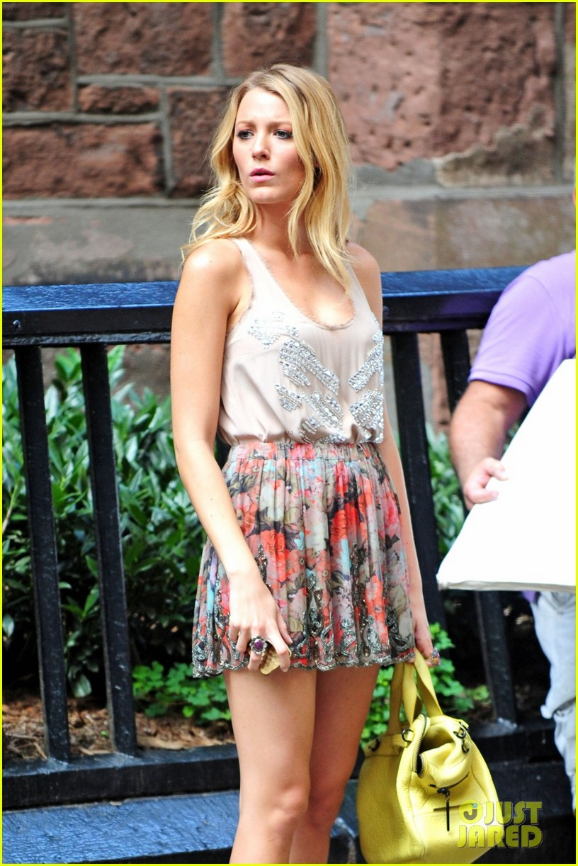Full Sized Photo of blake lively gossip girl set with chace penn 03