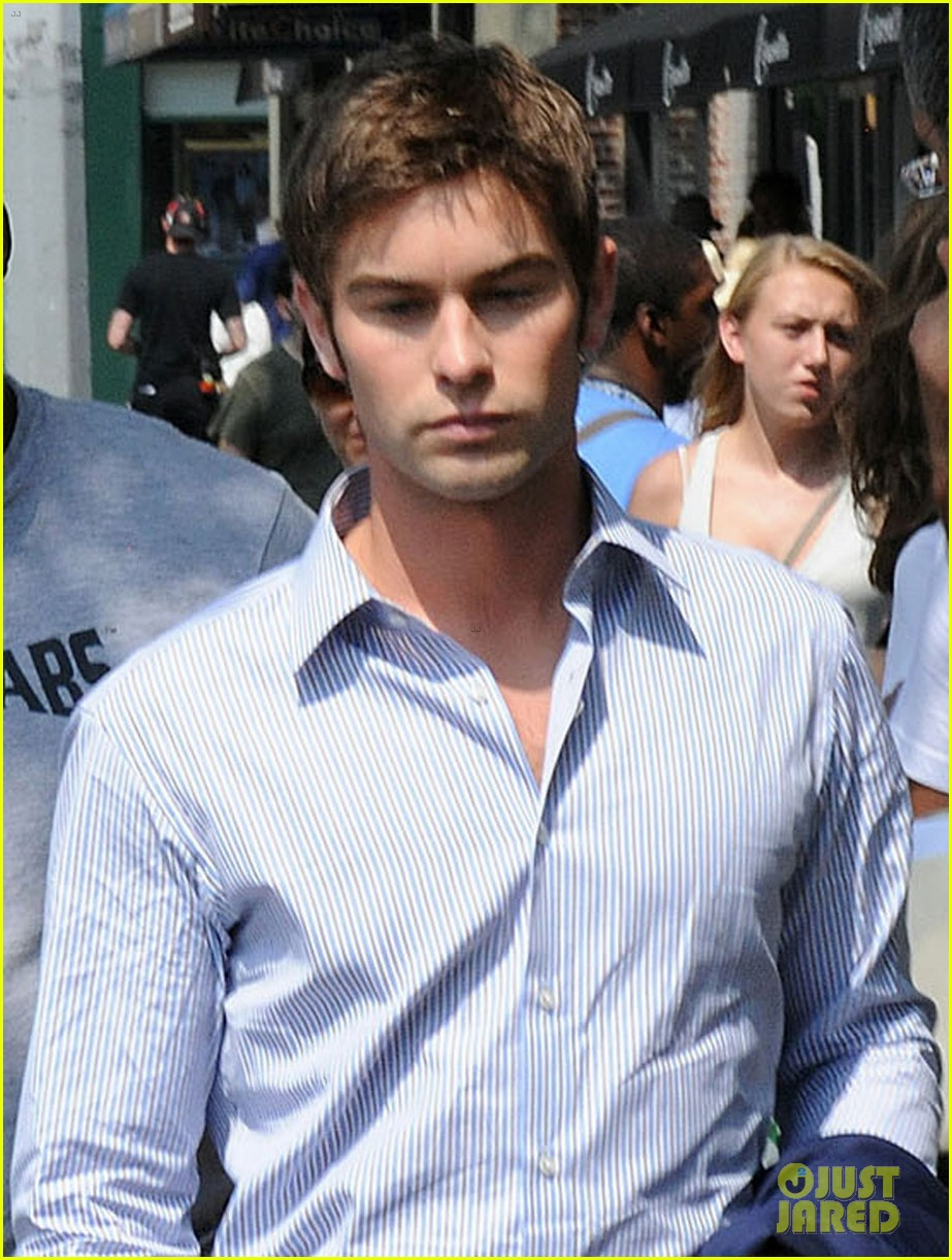 blake lively gossip girl set with chace penn 04