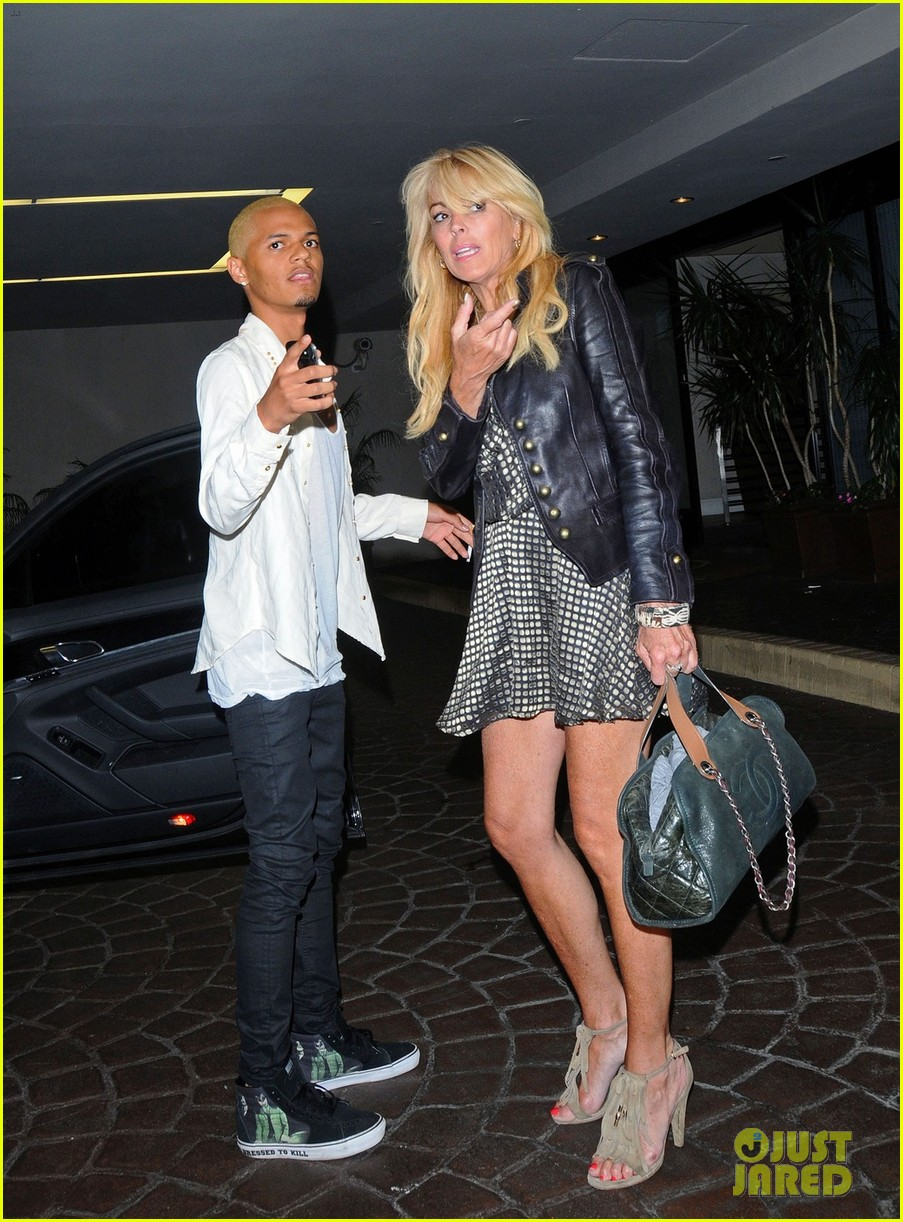 lindsay lohan canyons wrap party with mom cody 052702544
