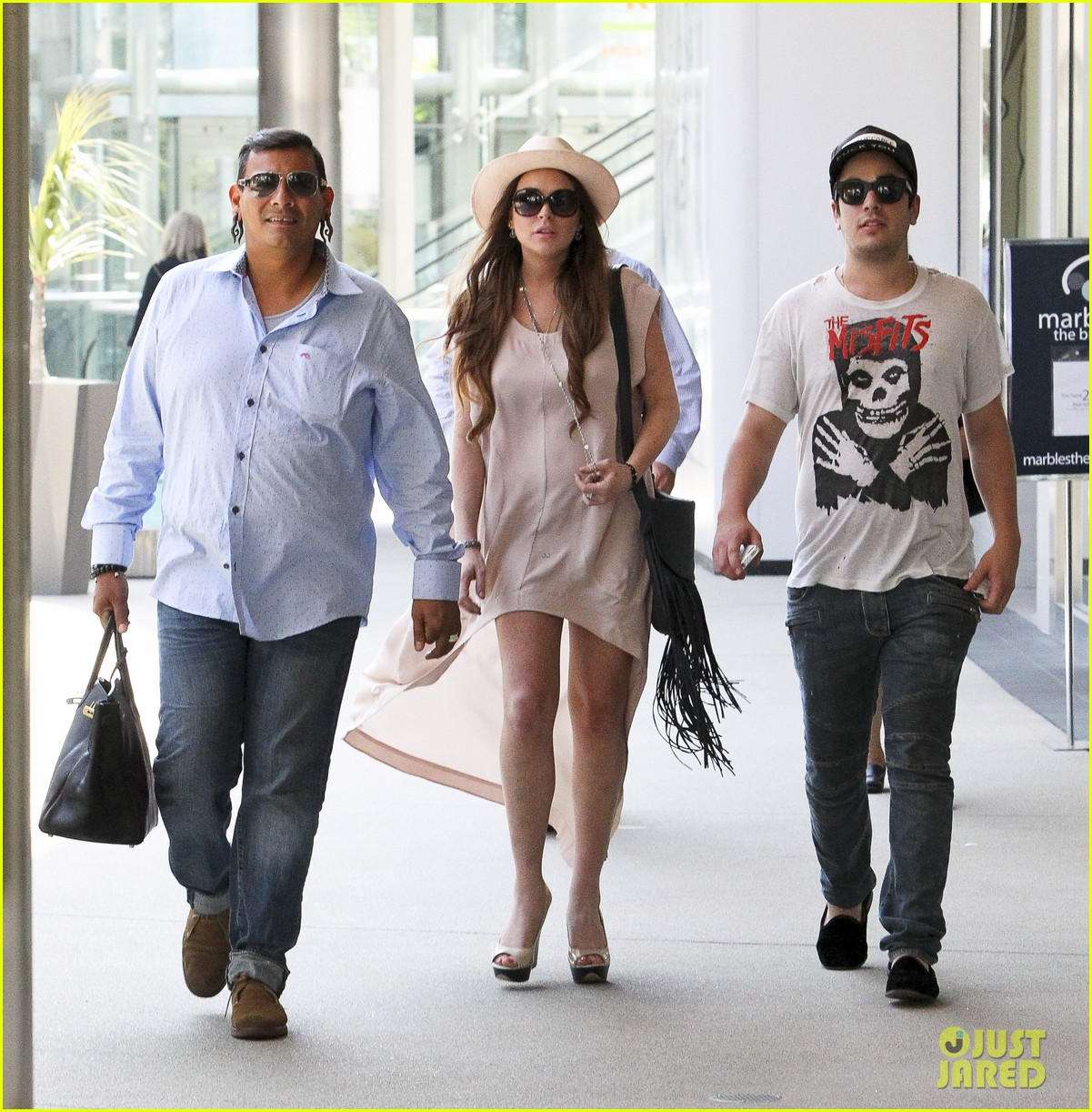 lindsay lohan santa monica shopper 07