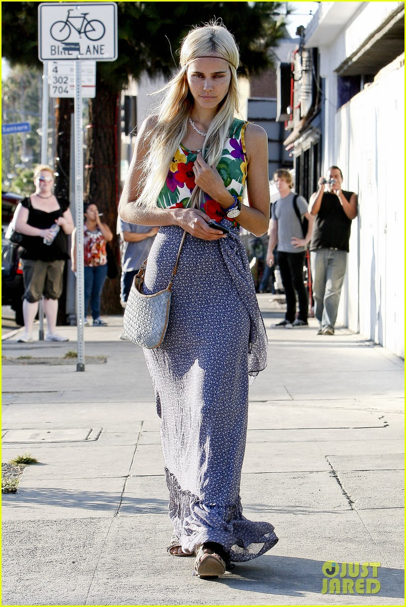 isabel lucas west hollywood errands 05