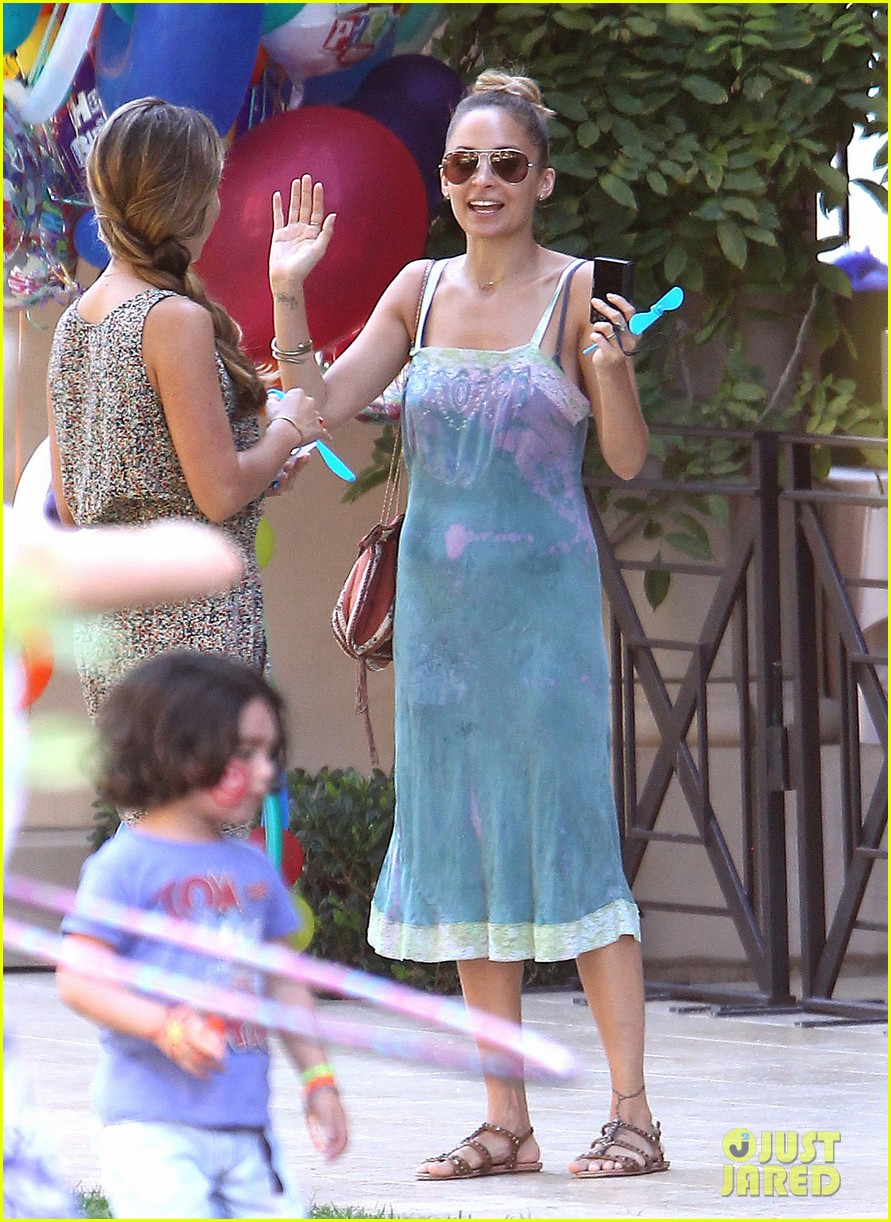 tobey maguire nicole richie birthday 17