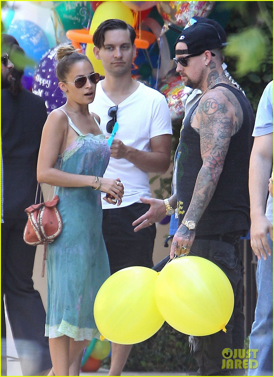 tobey maguire nicole richie birthday 29