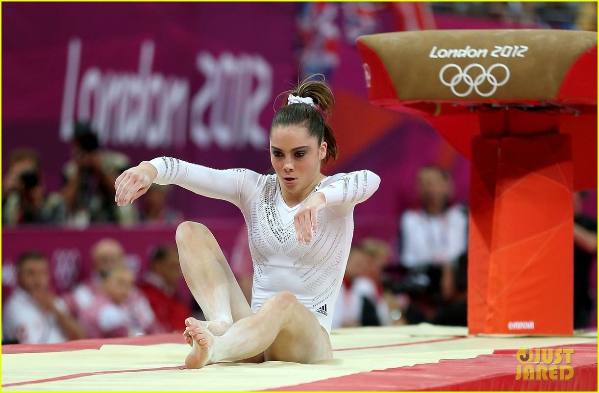 mckayla maroney falls during vault finals wins silver medal 03